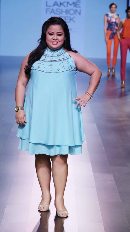 Actress Bharti Singh walks for Doubtisout at LFW SR 2016 – Copy